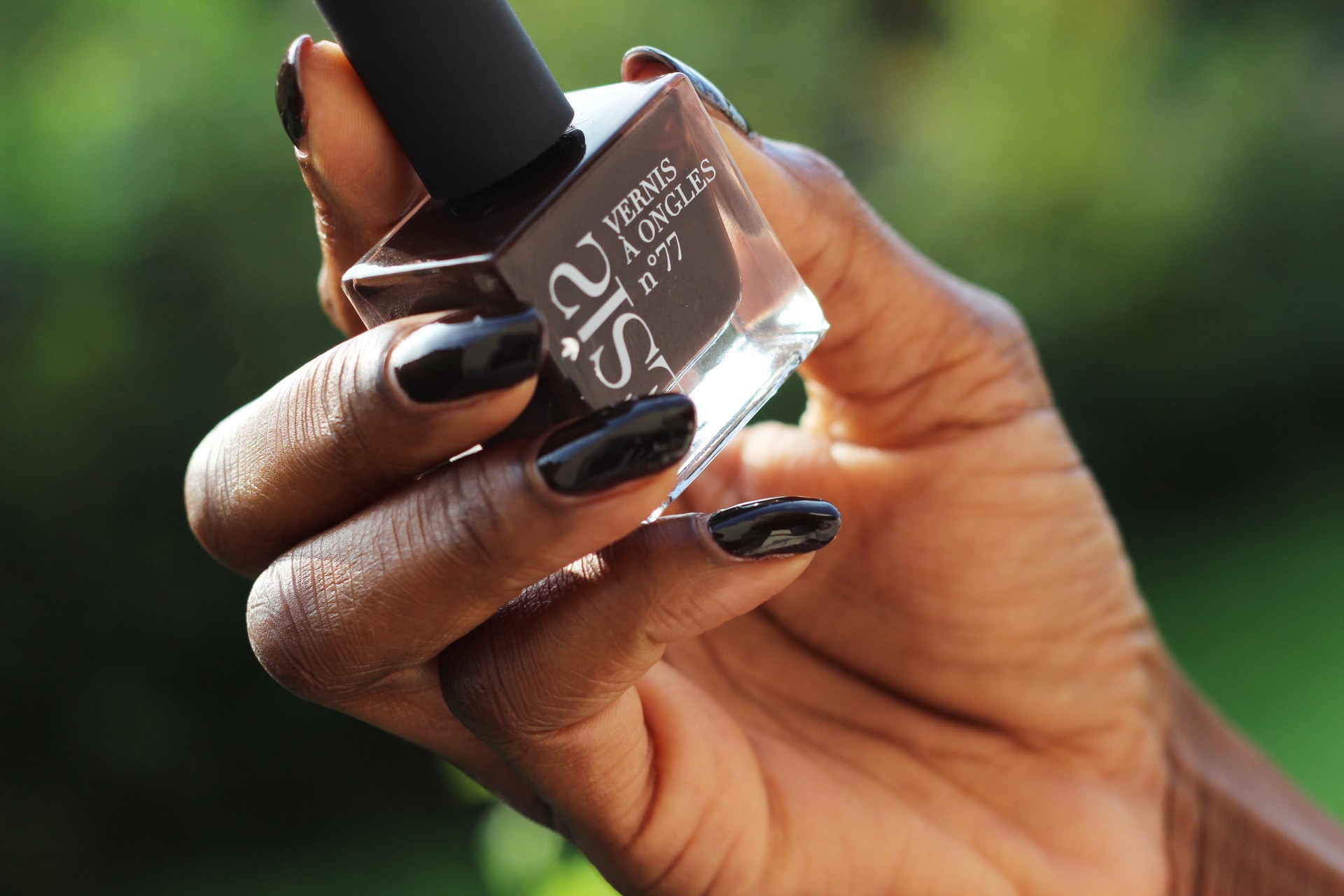nunaavane-fall-nails-darkbrown-nailvarnish-autumn-inspired-ctbb2