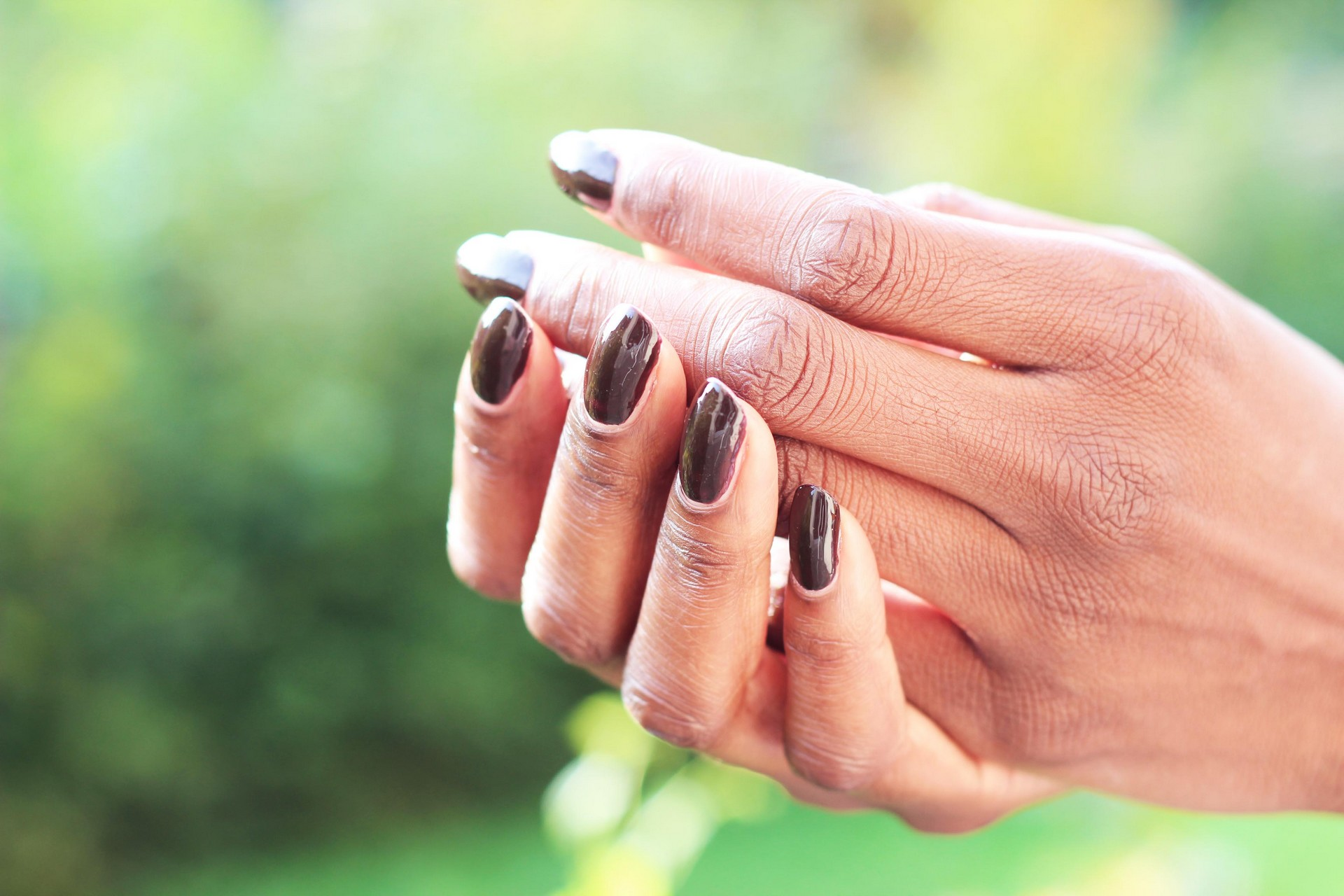 nunaavane-fall-nails-darkbrown-nailvarnish-autumn-inspired-ctbb4