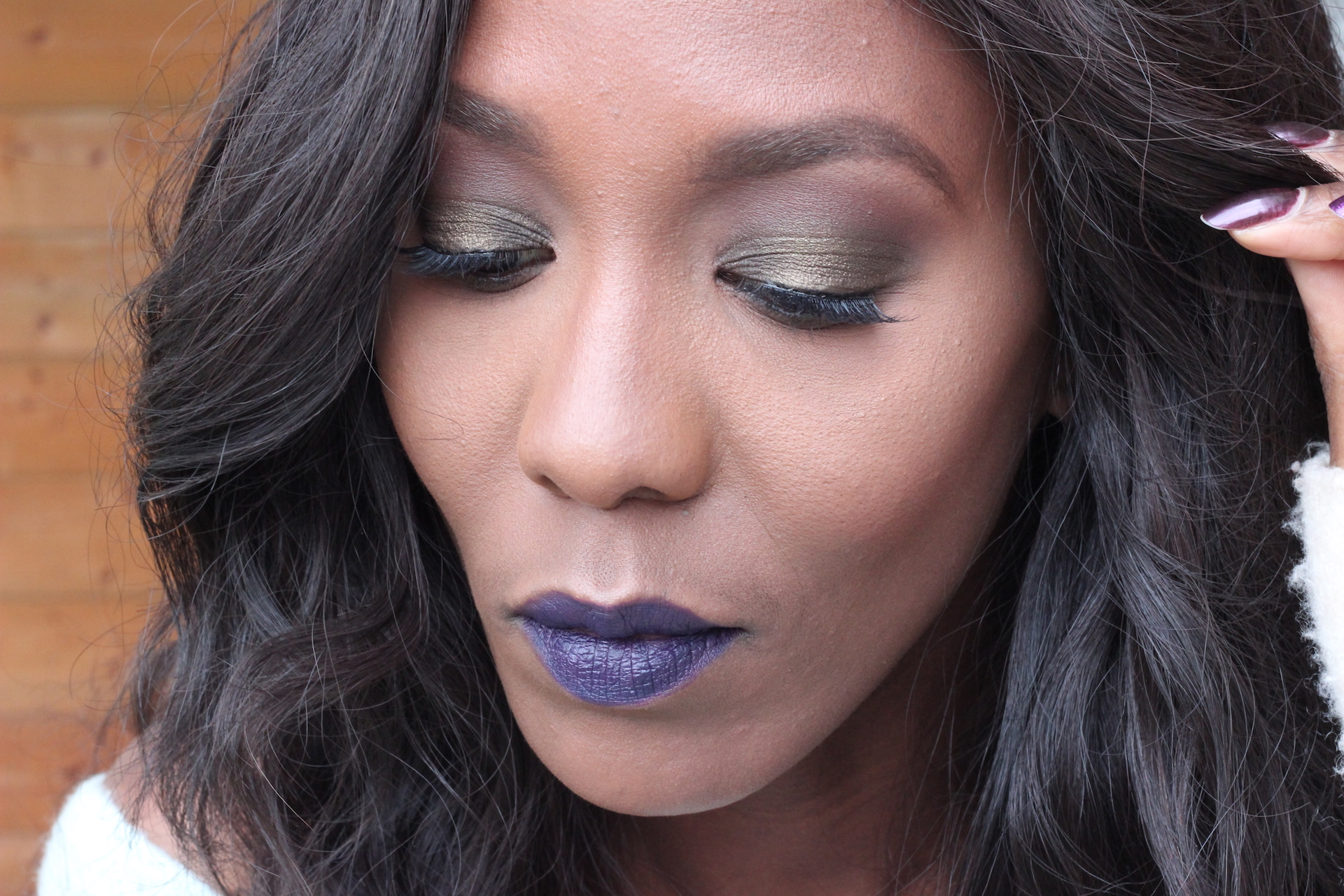 how-to-wear-dark-lips-for-christmas